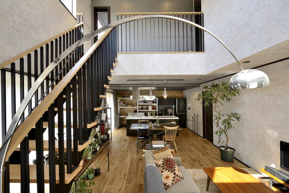 茨城県取手市T様 不二建設 リビング 吹き抜け デザイン階段 BOOMS