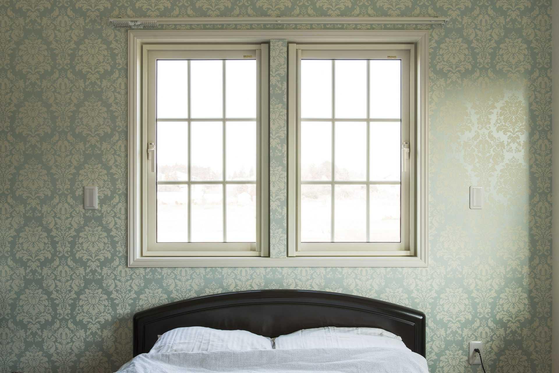 茨城県つくば市W様 不二建設 注文住宅 高性能住宅 全館空調 アメリカン 縦滑り窓 組子 ローラアシュレイ 壁紙 寝室