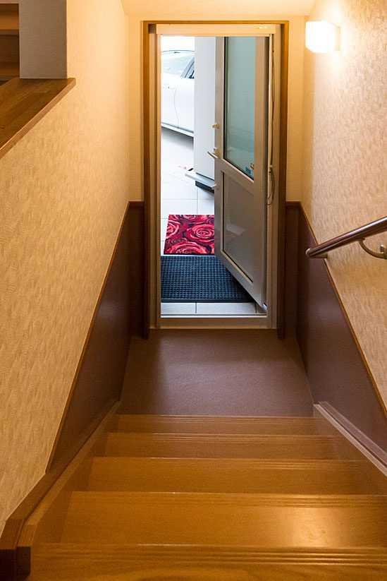 茨城県常総市I様 不二建設 高性能住宅 注文住宅 スキップフロア ガレージ 入口