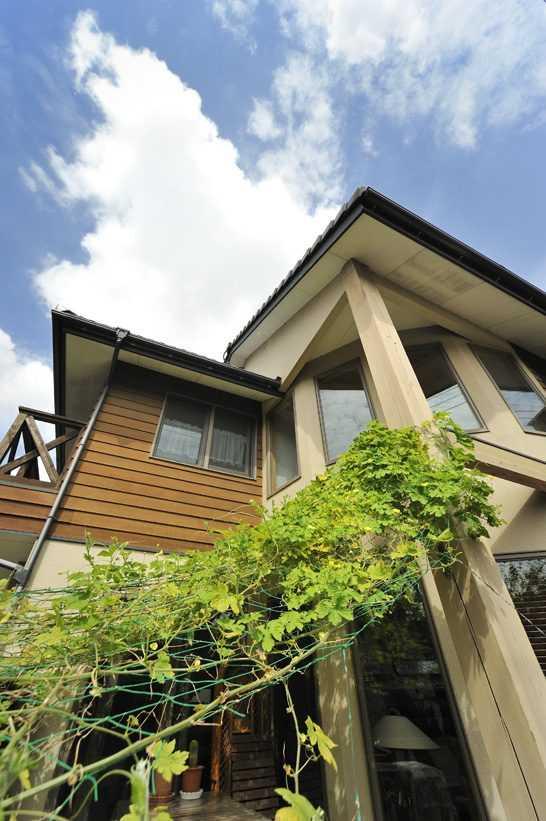 茨城県つくば市Y様 不二建設 パッシブハウス 太陽光発電 ソーラー 外観 木サイディング モルタル グリーンカーテン R壁