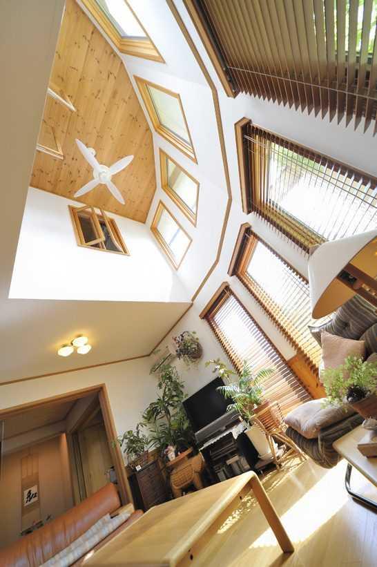 茨城県つくば市Y様 不二建設 パッシブハウス 太陽光発電 ソーラー Rリビング 吹抜け パイン天井 シーリングファン ウッドブラインド 和室 室内窓