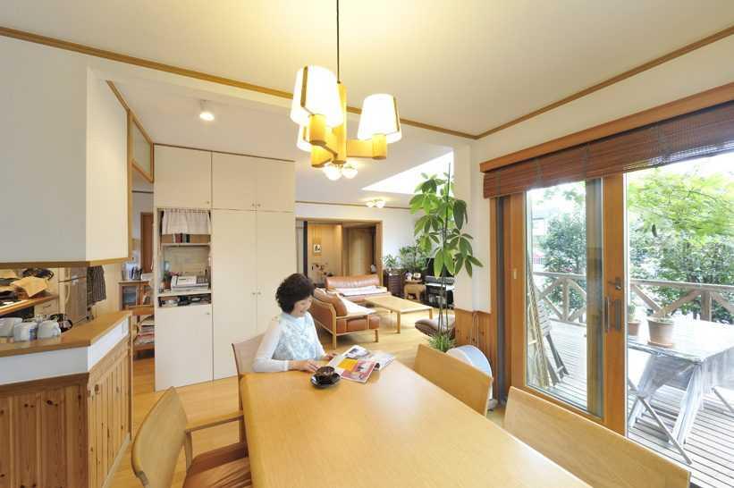 茨城県つくば市Y様 不二建設 パッシブハウス 太陽光発電 ソーラー ダイニング テーブル 木製サッシ 腰壁 ペンダント ウッドブラインド