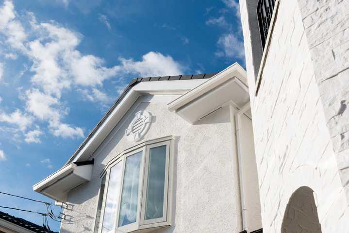 茨城県つくば市T様 不二建設 全館空調 洋風 イタリア家具 白壁 妻飾り ジョリパット ブリックタイル 出窓