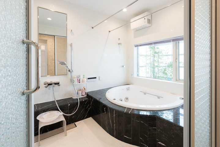 茨城県つくば市T様 不二建設 全館空調 洋風 イタリア家具 造作浴室 ジャグジー 黒大理石 換気乾燥機