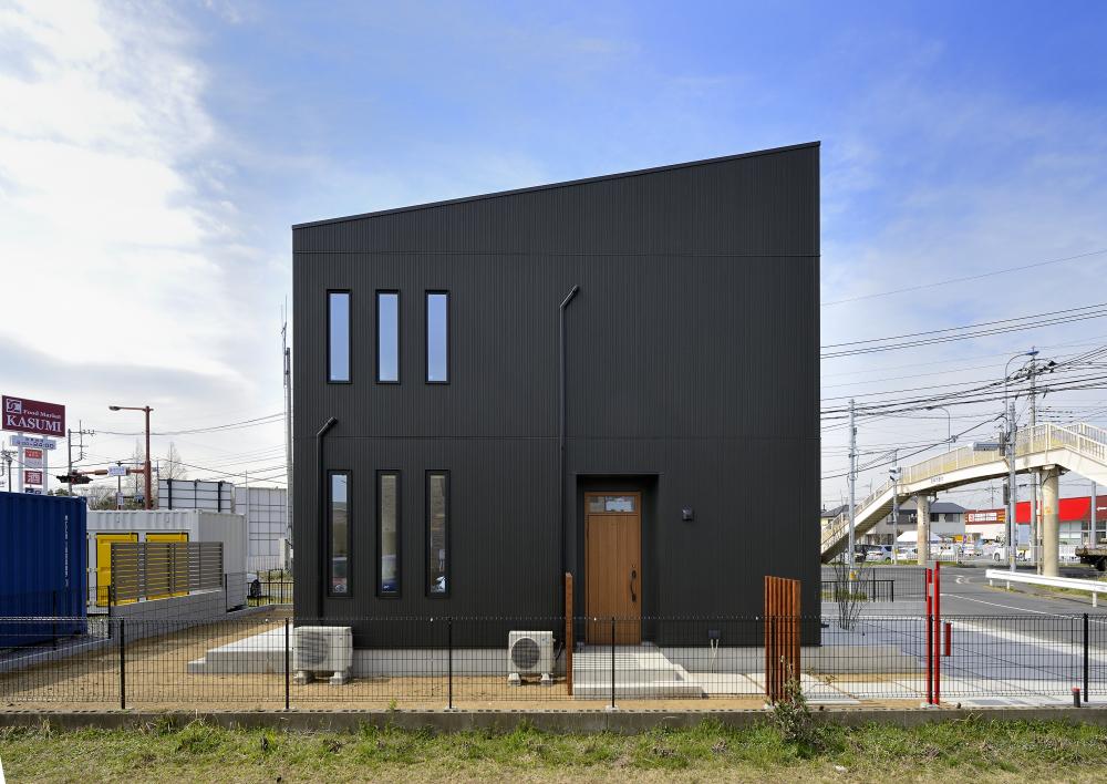 茨城県取手市E様 不二建設 高性能住宅 注文住宅 縦滑り窓 玄関 ガルバリウム外壁