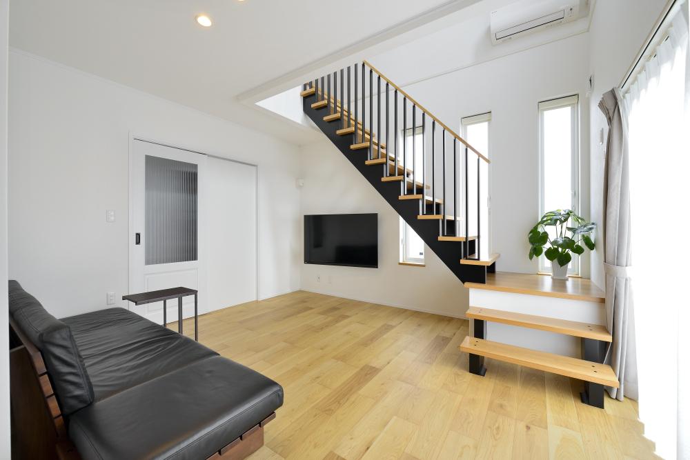 茨城県取手市E様 不二建設 高性能住宅 注文住宅 リビング デザイン階段 オーク床 吹抜け リビング階段 かわいい