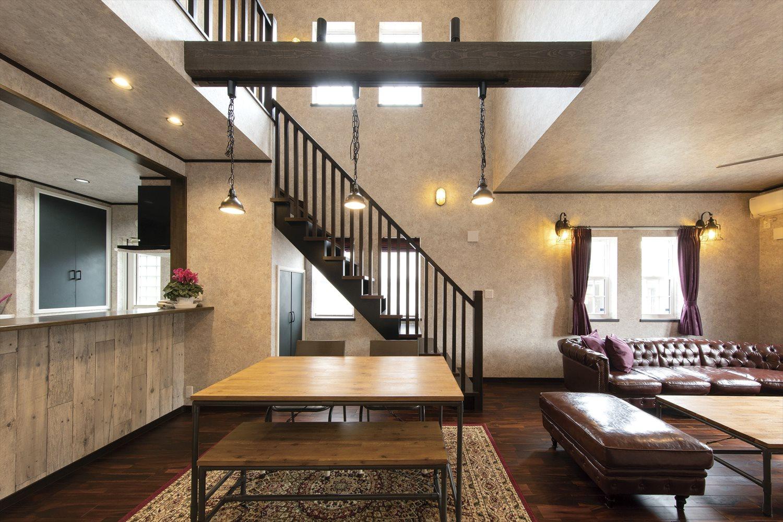 50坪のアーリーアメリカン/ビンテージスタイルの輸入住宅のリビングの間取り 落ち着きのあるアンティーク調の家具にもマッチします