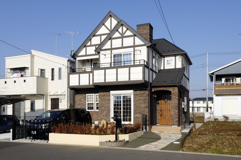 チューダースタイルの外観が素敵な家