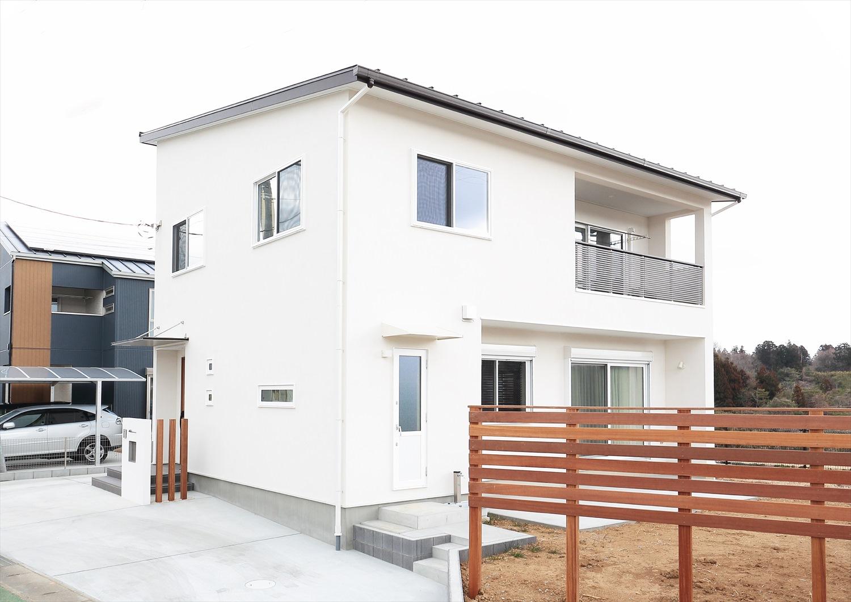 「軽井沢」の別荘をイメージした白い家