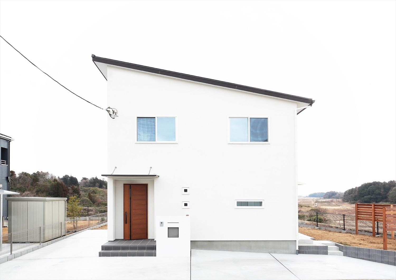 軽井沢の別荘のような白い家の外観