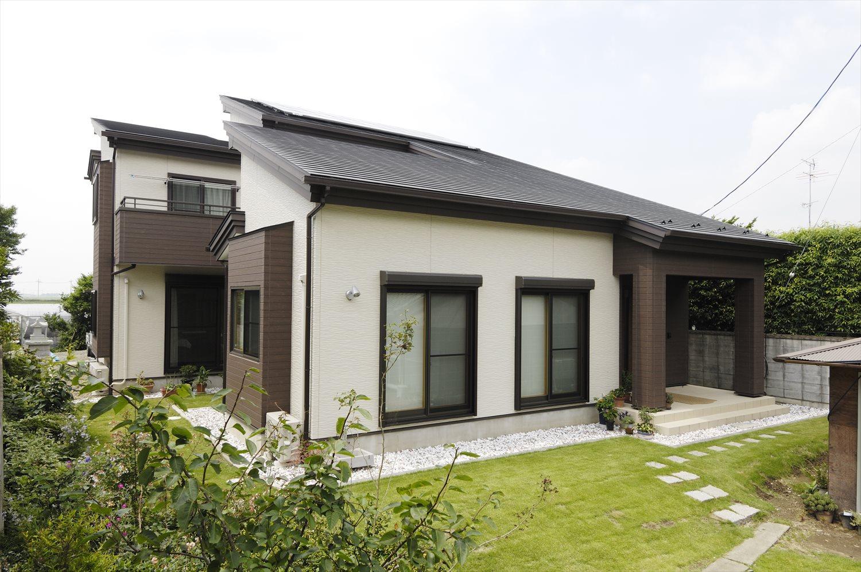 平屋の二世帯住宅の施工事例:別棟型で二階建て住宅とも隣接