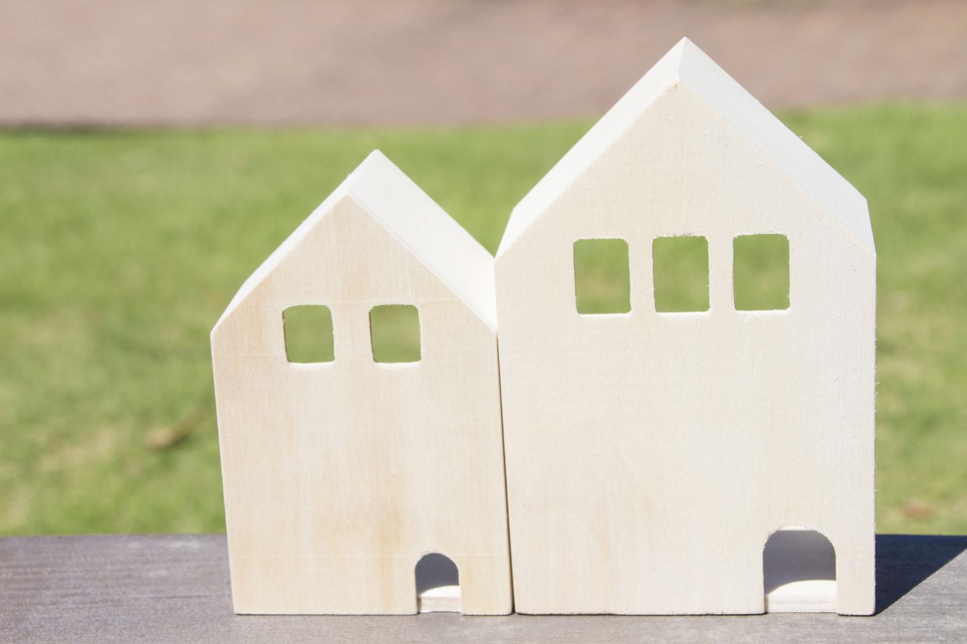 平屋と二階建てを建てる際にどちらが住みやすさ、費用、税金などが有利なのかなど違いを分かりやすく解説します