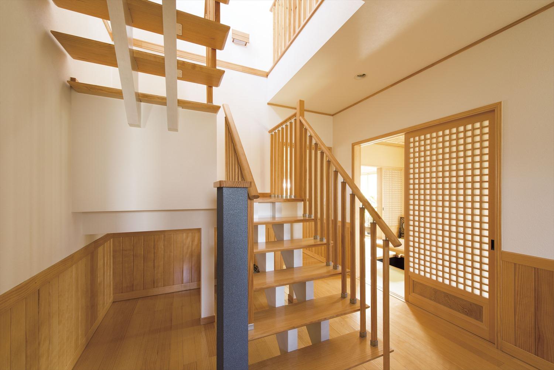 スケルトン階段の透け感が優しい~光の差し込むデザイン階段