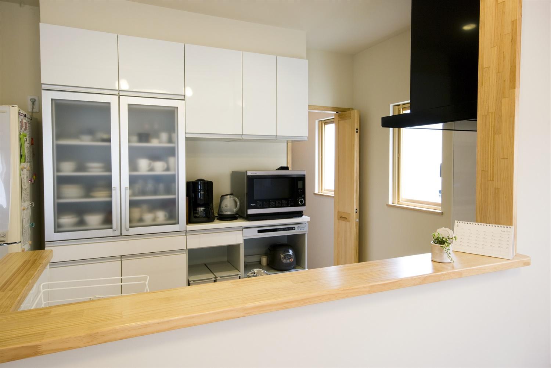 移動に便利な出入りドア付きキッチン