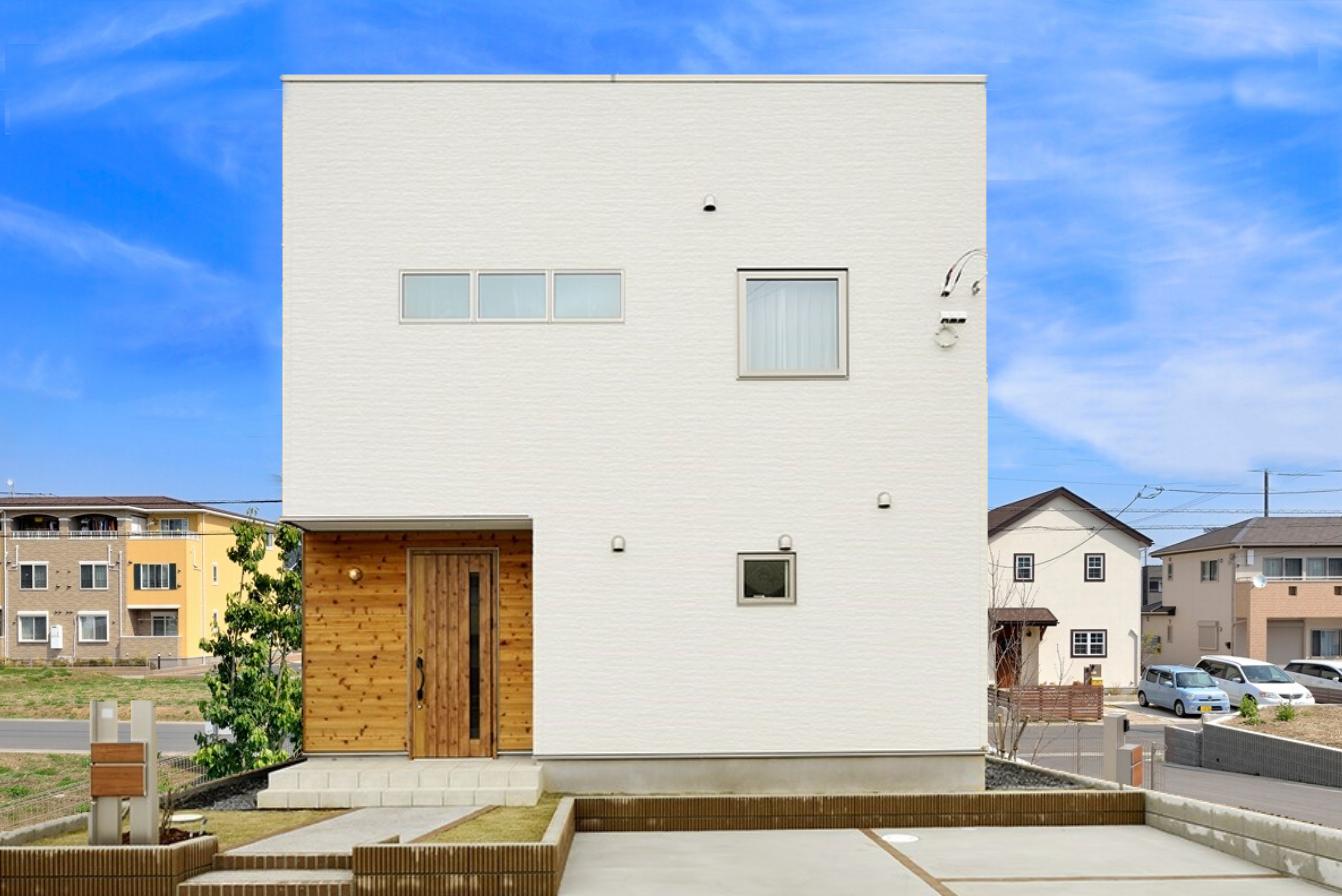 シンプルかつ贅沢なデザイン性の高い注文住宅~ナチュラルな板張りがおしゃれなアクセントに!