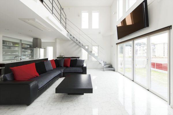 高級感のあるモダンスタイルの家~吹き抜け階段でつなぐ家族とのコミュニケーション