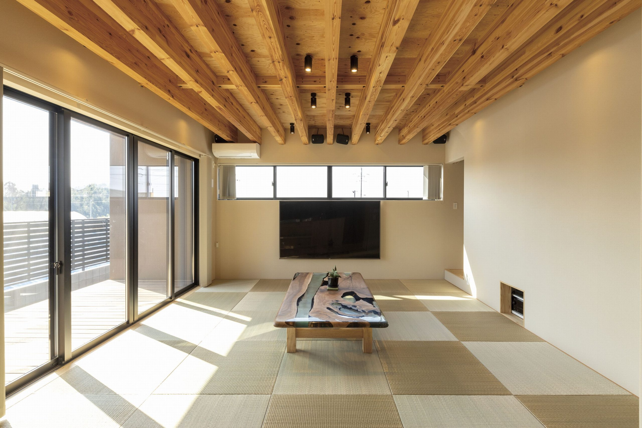ほっこりできる~琉球畳を採用したタタミリビング