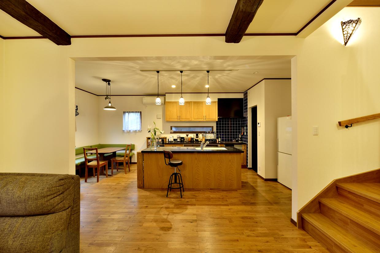 女性設計士がおしゃれで使い勝手の良い間取りをテーマに設計~スッキリとしたアイランドキッチンと背面収納
