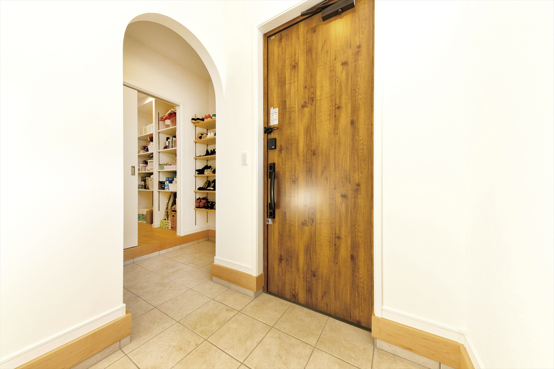玄関を通るのが楽しくなりそう~機能性・収納力バツグンのシューズクロークのある玄関