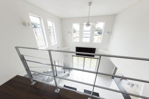 明るく開放的なリビングをつくる勾配天井~ダイナミックなリビング階段がおしゃれな間取り