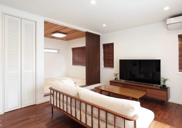 軽井沢の別荘をコンセプトにしたリラクゼーションコーディネートが魅力のリビング