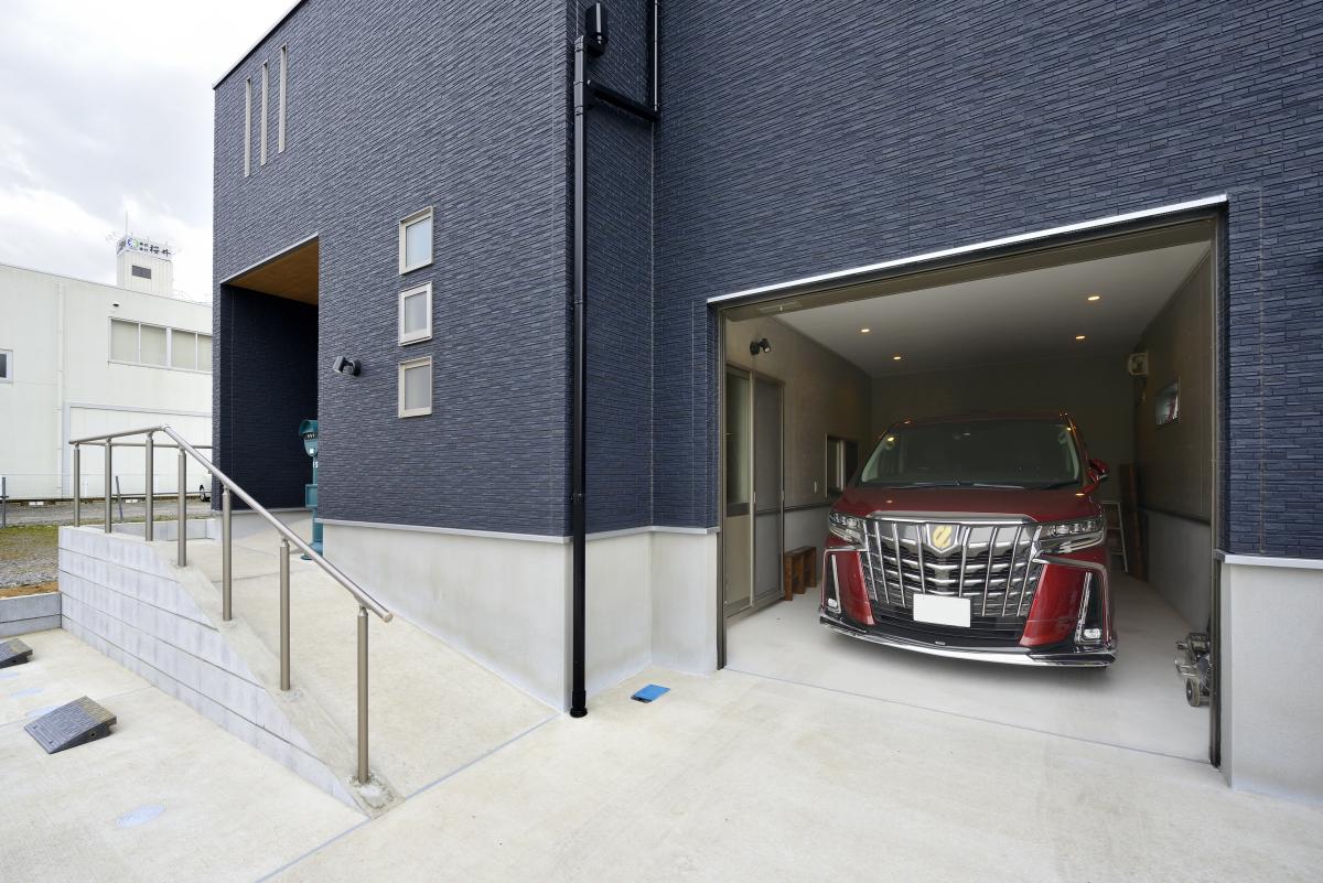 家族の想いが詰まった3階建ての家~ビルトインガレージが便利な間取り