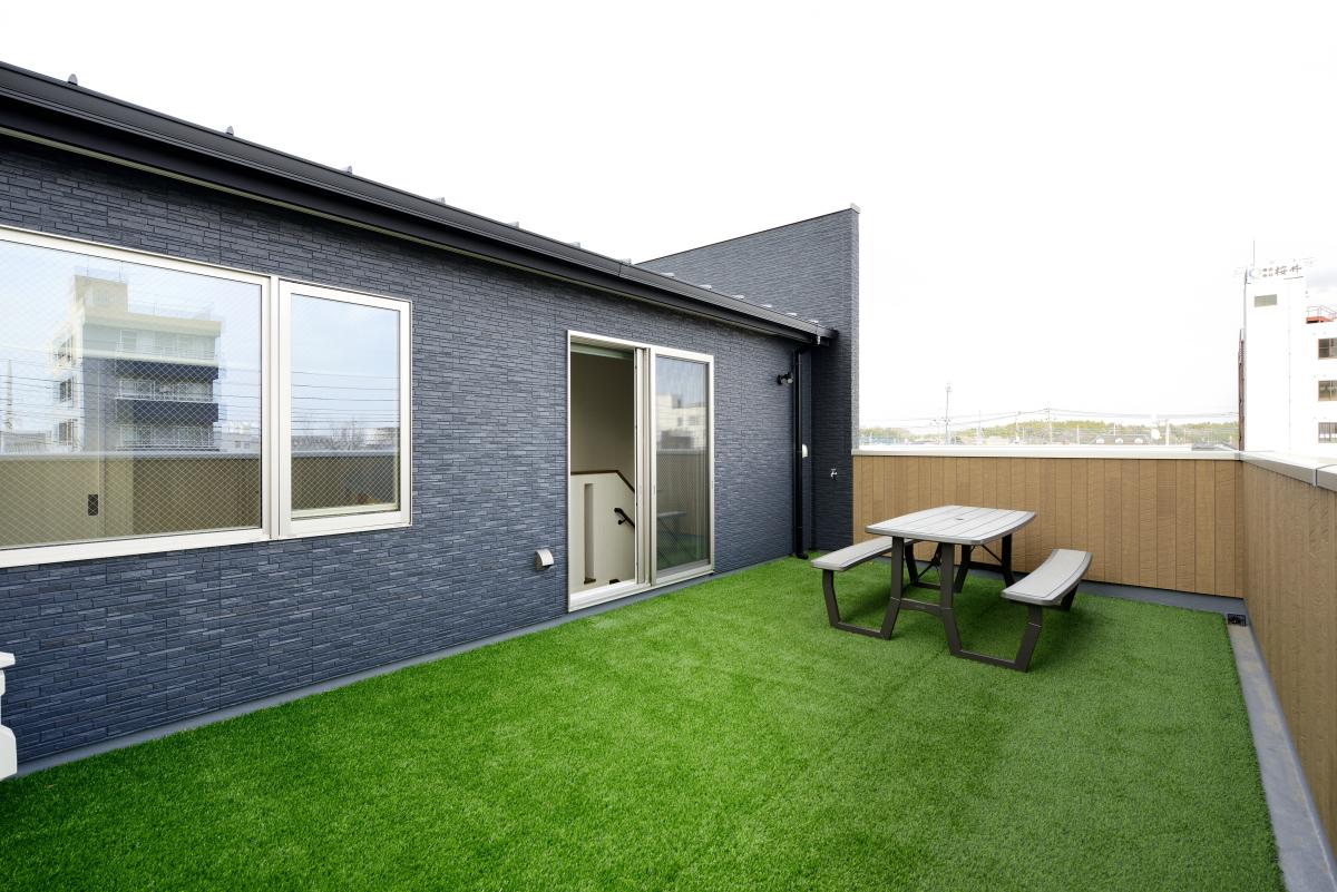 ルーフバルコニーで憧れのプライベート空間を設計~家族がこだわる3階建て住宅